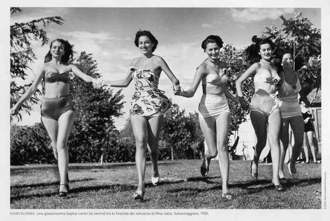 Costumi Da Bagno Vintage Roma : Costumi da bagno i nuovi bikini e i costumi interi