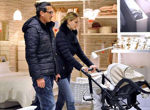 Marcelo fuentes sofia bruscoli e la figlia nicole all 39 ikea olycom il - Ikea genova uscita autostrada ...