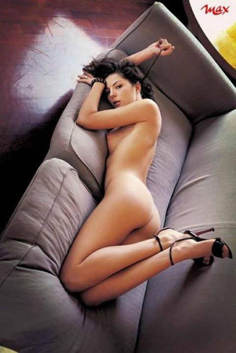 sexy naked girl giving lap sex