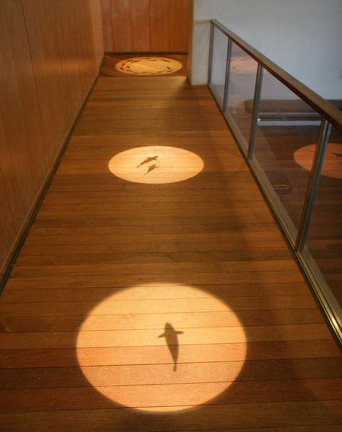 Dal lampadario post it alla lampada luna soluzioni e idee - Idee per illuminare casa ...