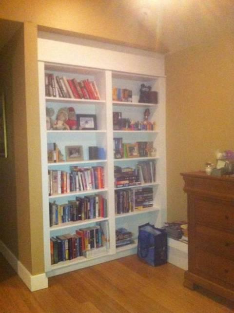 Trova una scala dietro la libreria di casa: Di notte entra qualcuno ...