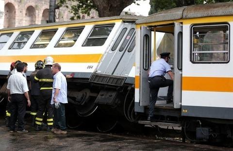Roma scontro fra tram a porta maggiore foto cecilia - Commissariato porta maggiore ...