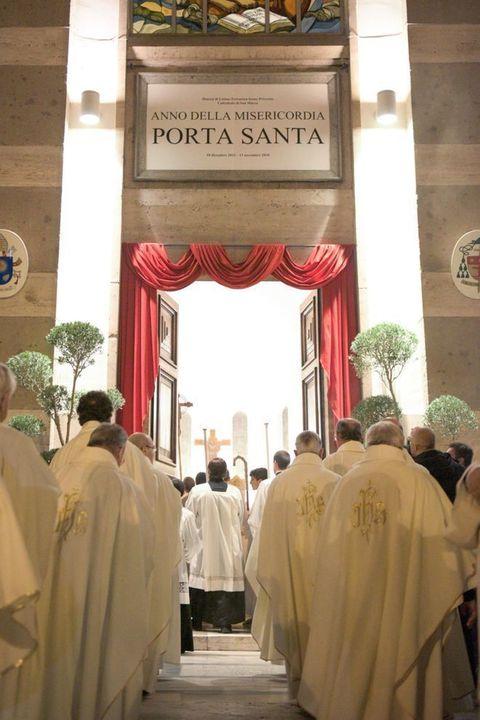 Le immagini dell 39 apertura della porta santa nella - Immagini porta santa ...