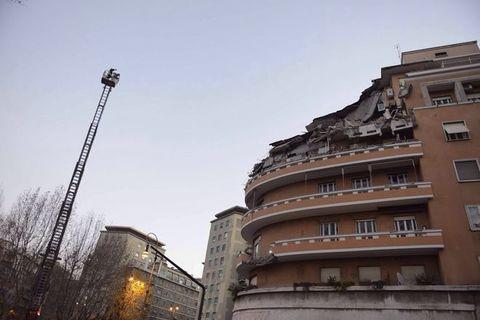 Roma crollano 3 piani di un palazzo condomini tratti for Palazzo a 4 piani
