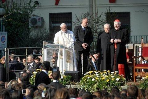 La visita del papa a milano il - Papa bagno chimico ...