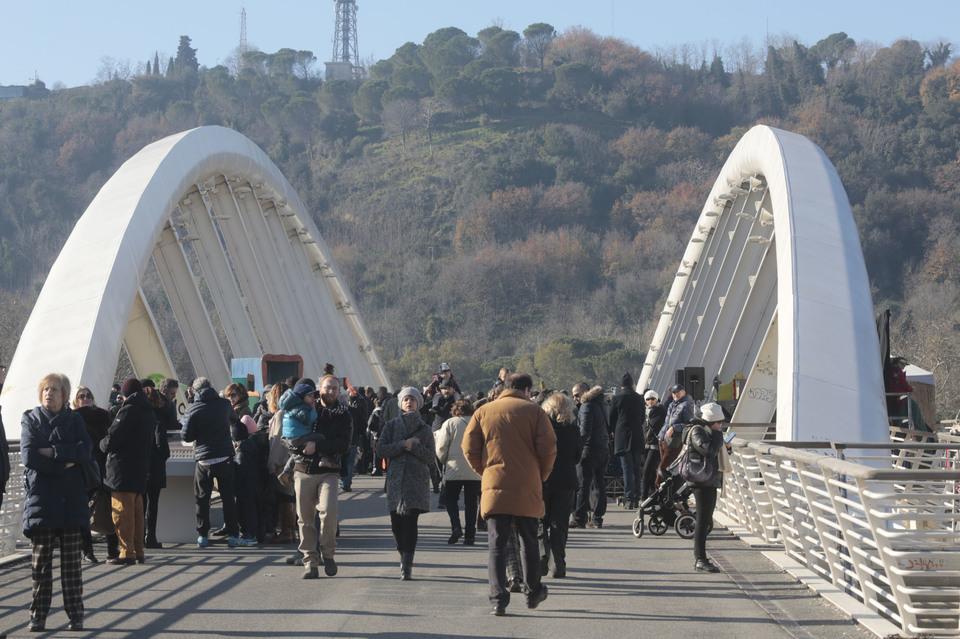 La festa sul ponte della musica fotoservizio francesco for Ponte sul davanti della casa