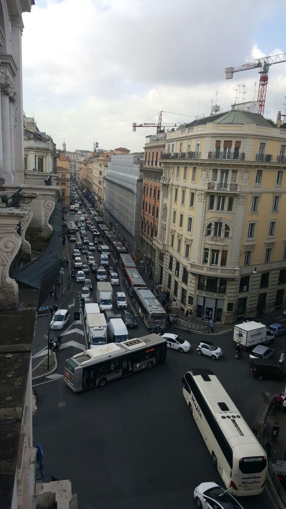 Roma traffico in tilt per la manifestazione del 4 for Vacanze a novembre in italia