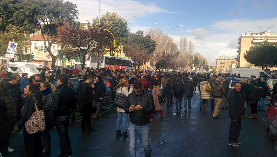 Roma evacuato l 39 ufficio contravvenzioni di via ostiense - Allarme bomba porta di roma ...