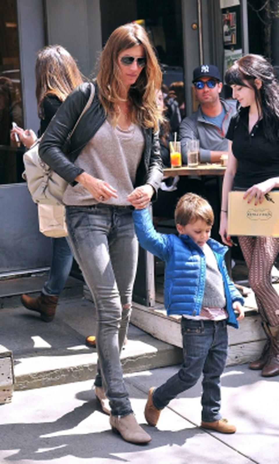 Passeggiata a new york per giselle bundchen e famiglia for Casa famiglia new york