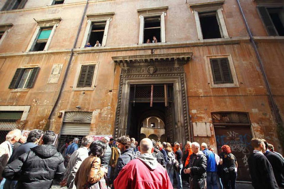 Roma occupata l 39 ex casa delle donne in via del governo for Casa all asta occupata