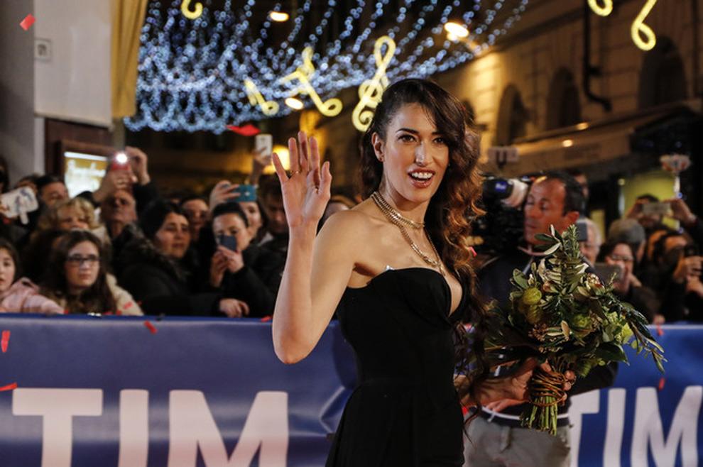 Sanremo, sfilata di artisti sul red carpet